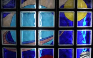 Различные сооружения конструкций из стеклоблоков