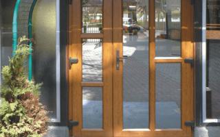 Особенность установки пластиковой двери