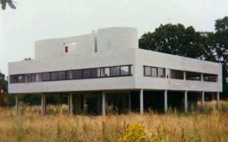 Компактно-функциональный дом с крышей парковкой